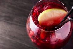 Питье коктеиля лета Стоковое Изображение RF