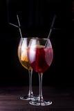 Питье коктеиля лета Стоковая Фотография