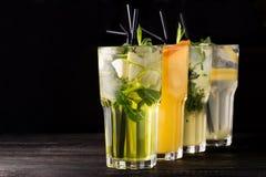 Питье коктеиля лета Стоковое Изображение