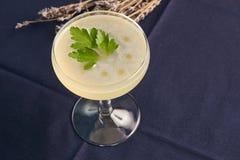 Питье коктеиля Petrucho на таблице бара в ресторане Стоковые Фотографии RF