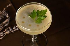 Питье коктеиля Petrucho на таблице бара в ресторане Стоковые Фото