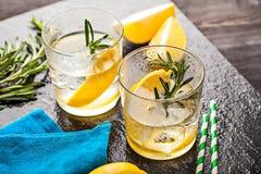 Питье коктеиля лета лимонада Розмари Стоковая Фотография