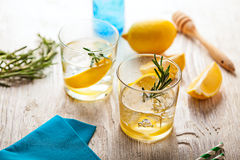 Питье коктеиля лета лимонада Розмари Стоковое Фото