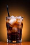 питье колы Стоковая Фотография