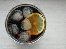 питье колы Стоковые Фото
