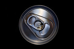 питье крупного плана алюминиевой чонсервной банкы Стоковые Фотографии RF