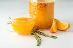 Питье крушины моря с апельсином и розмариновым маслом Стоковое Изображение RF