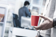 Питье на офисе Стоковые Фото