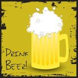 питье пива Стоковое Изображение