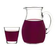 Питье смородины в стекле и графинчике Стоковое Изображение