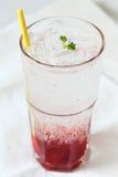 Питье соды Стоковые Фото