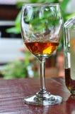 Питье спирта Стоковое Фото