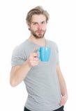Питье человека от чашки кофе или чая Стоковая Фотография