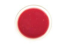 Питье Kisel ягоды в чашке на белой предпосылке - взгляд сверху Стоковое фото RF