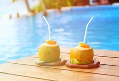 2 питья кокоса в роскошном курорте Стоковое Фото