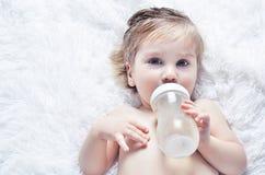 пить бутылки младенца Стоковое Изображение RF