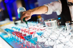 Пить коктеиля Стоковые Фотографии RF