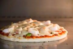 Пицца ветчины итальянская с моццареллой, сыром Стоковые Фотографии RF