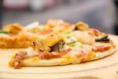 Пицца ветчины итальянская с моццареллой, сыром Стоковые Изображения RF