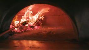 Пицца в деревянной печи акции видеоматериалы