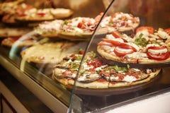 Пицца в кафе стоковое фото