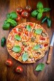 Пицца горячего chili с jalapenos стоковое изображение