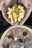 Пицца и ингридиенты для пиццы на деревянной предпосылке Стоковые Изображения