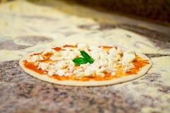 Пицца конца-вверх от Неаполь resturant Стоковые Фотографии RF