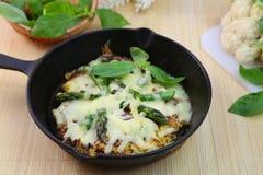 Пицца коркы цветной капусты свободного от клейковин Стоковые Фото