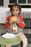 пицца мальчика стоковые фотографии rf