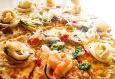 Пицца морепродуктов стоковые фотографии rf