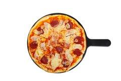 Пицца на белизне белой доски изолированной Стоковые Фотографии RF