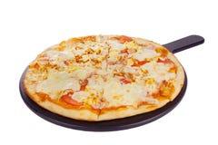Пицца на белизне белой доски изолированной Стоковые Изображения RF