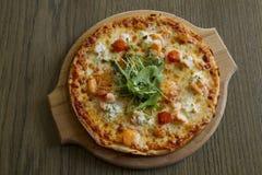 Пицца на доске Стоковые Фотографии RF