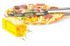 пицца оливки масла бутылки Стоковое Изображение RF