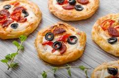Пицца печенья слойки мини стоковая фотография