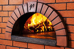 пицца печи кирпича стоковое фото rf