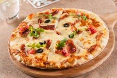 Пицца сосиски сыра стоковая фотография rf