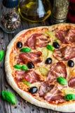 Пицца с беконом стоковая фотография