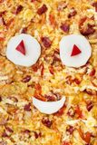 Пицца с глазами и улыбкой Стоковое Изображение