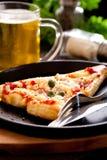 Пицца с пивом стоковые фотографии rf