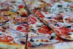 Пицца с сосиской Pepperoni Стоковые Фотографии RF