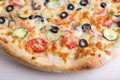 Пицца с сыром и овощами Стоковое Изображение RF