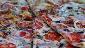 Пицца с Pepperoni сосиской и овощами Стоковое фото RF