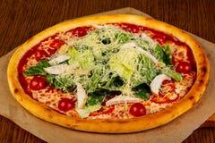 Пицца цезарь с цыпленком стоковое изображение