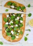 Пицца шпината и фета стоковые фотографии rf