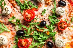 Пицца Backdround съешьте пиццу готовую к Взгляд сверху стоковая фотография