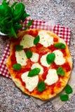 Пицца Margherita Взгляд сверху Стоковые Изображения RF