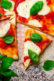 Пицца Margherita Взгляд сверху Стоковые Фото
