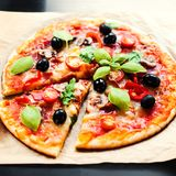 Пицца Margherita, конец пиццы сыра моццареллы вверх Очень вкусный оно Стоковая Фотография RF